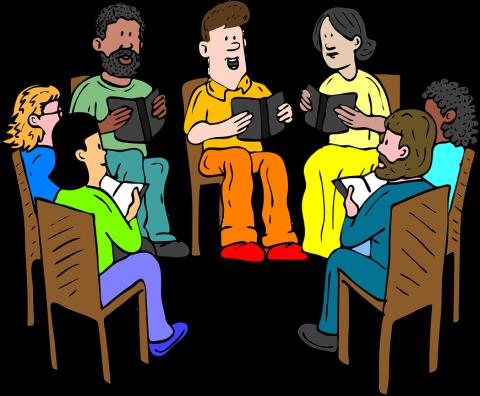 Mensen in een kring vertellen elkaar over het gelezen boek.